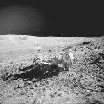 Lichtreflectie tegen heelal. Maanlandingen fake.