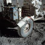 Moon rover zonder wielsporen. Maanlandingen fake.